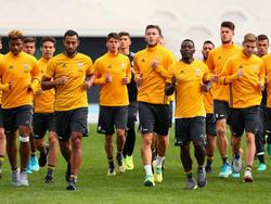 Serienmeister Juventus um Medhi Benatia (4.v.l.) startet die neue Saison gegen Florenz