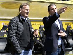 Michael Zorc zeigt an, wo es beim BVB lang geht