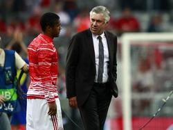 Carlo Ancelotti glaubt, dass Douglas Costa glücklich in München ist