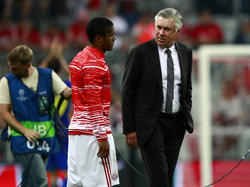 Douglas Costa fehlt Carlo Ancelotti noch lange