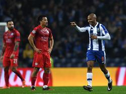 Yacine Brahimi (r.) vom FC Porto bejubelt seinen Treffer