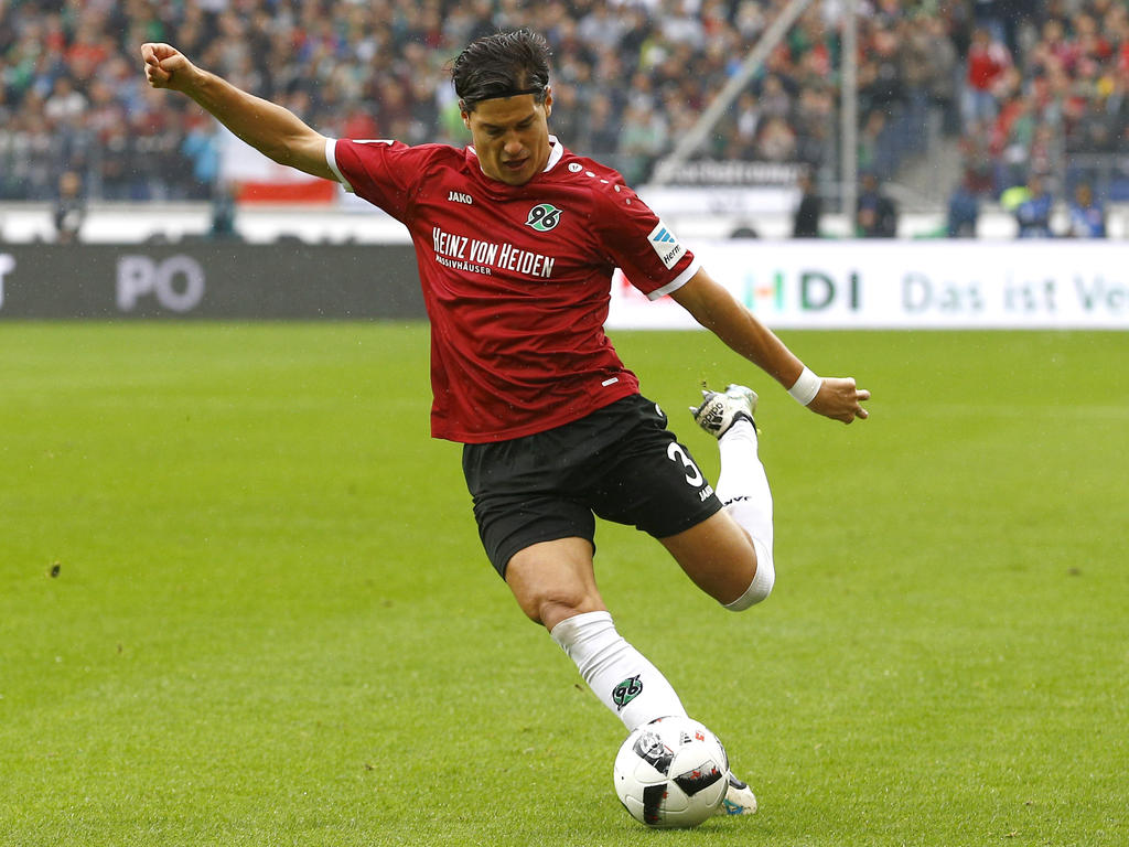 Linksverteidiger Albornoz bleibt bei Hannover 96
