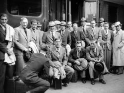 """Die """"deutsche"""" Mannschaft bei der Ankunft in Paris am 1. Juni 1938"""