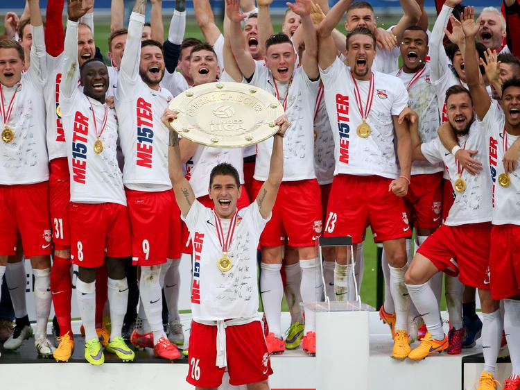 RB Salzburg gelingt die Titelverteidigung. Kapitän Jonatan Soriano stemmt auch 2015 den Meisterteller der österreichischen Bundesliga.