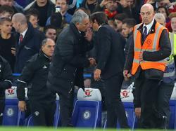 Nach dem 4:0-Erfolg Chelseas über Manchester United knüpfte sich José Mourinho Antonio Conte vor.