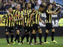 De spelers van Vitesse vieren feest na een treffer tegen NAC. (12-08-2017)