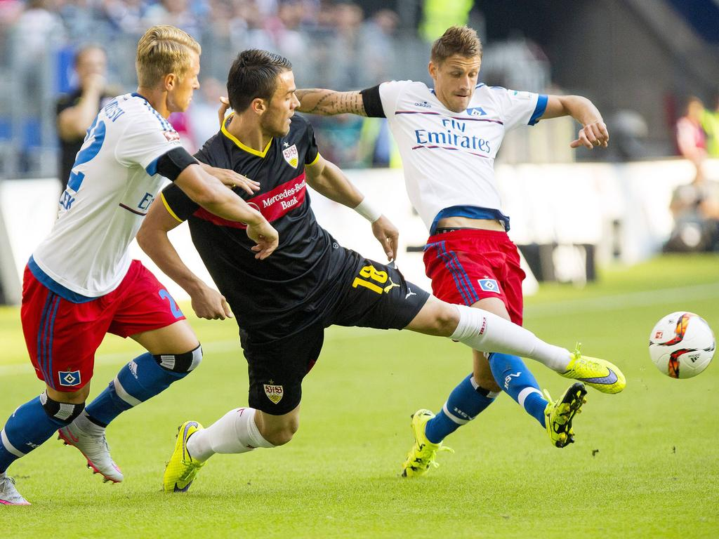 Früher Gegner, jetzt Mitspieler - Kostić (M.) bereichert die HSV-Offensive