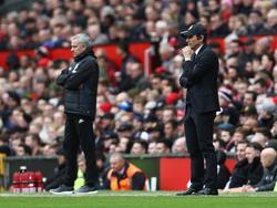 Mourinho y Conte en un United-Chelsea del pasado abril. (Foto: Imago)