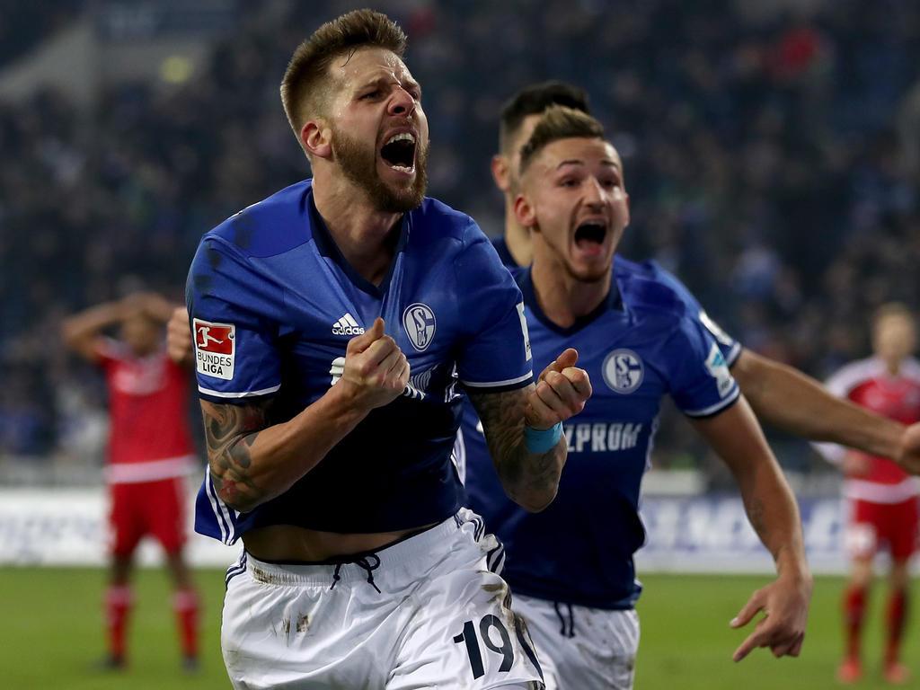 Schalkes Guido Burgstaller jubelt über seinen Treffer zum 1:0-Endstand