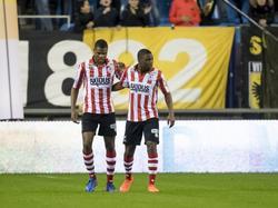 Dumfries en Floranus steunen elkaar in de wedstrijd tegen Vitesse