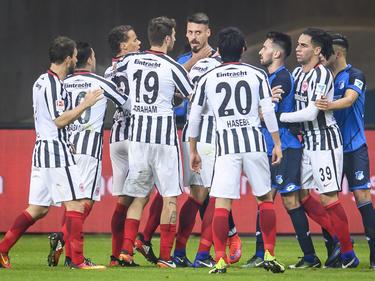 In einem umkämpften Match gingen sich Hoffenheim und Frankfurt an die Gurgel