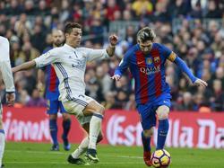Cristiano y Messi en un Madrid-Barça de la pasada campaña. (Foto: Imago)