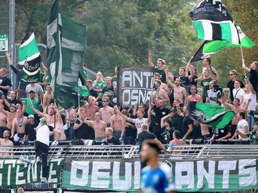 Die Fans von Preußen Münster zündeten beim Spiel gegen VfL Osnabrück Pyrotechnik