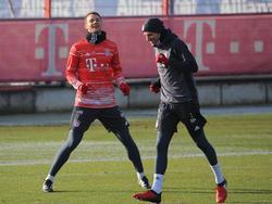 Manuel Neuer (l.) und Thomas Müller trainieren beim FC Bayern wieder