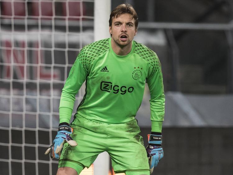 Tim Krul maakt minuten in de Jupiler League bij Jong Ajax. De doelman wordt tweemaal gepasseerd door de beloften van Jong FC Utrecht. (21-11-2016)