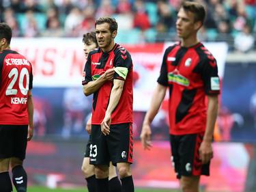 Julian Schuster (m.) will das Team zum Sieg führen