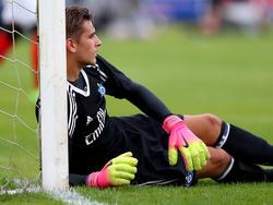 Abgestürzt: HSV-Keeper Julian Pollersbeck