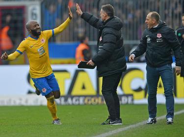 Kumbela jubelte über zwei Treffer gegen Arminia Bielefeld