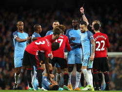 Marouane Fellaini sah in der Schlussphase des Manchester-Derbys die Rote Karte