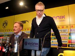 Nimmt auf dem Trainerstuhl beim BVB Platz: Peter Stöger (re.)
