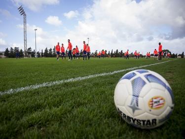 De selectie van PSV werkt een training af op Malta, het eiland waar de Eindhovenaren de winterstop doorbrengen. (07-01-2016)