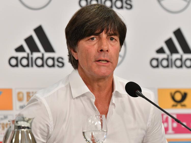 Joachim Löw bei einer Pressekonferenz (04.06.16).