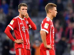 Thomas Müller (l.) will mit Bayern an Borussia Dortmund vorbeiziehen