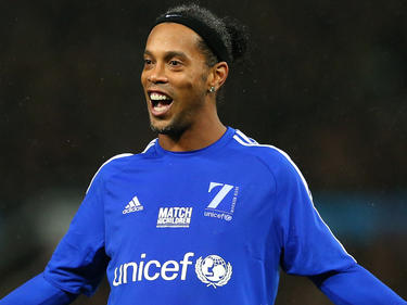 El mítico Ronaldinho podría volver a postergar su retirada. (Foto: Getty)