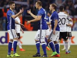 Matija Nastasić (l.) könnte Schalke verlassen, Holger Badstuber dafür bleiben