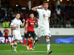 Im Klub-WM-Halbfinale gegen Guangzhou Evergrande bringen Franck Ribéry (l.) und Mario Mandžukić  (r.) den FC Bayern kurz vor der Pause mit 2:0 in Führung. (17.12.2013)