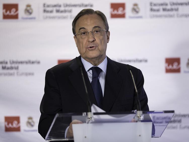 Florentino Pérez trata de explicar el fiasco que ha supuesto el caso 'De Gea'. (Foto: Getty)