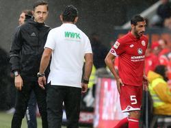 Rodríguez (r.) schlich nach dem rüden Foul vom Feld und meldete sich erst spät zu Wort
