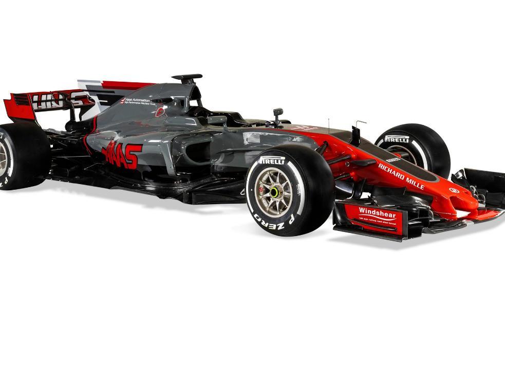 Der neue Haas VF-17 besticht durch eine graue Lackierung mit roten Akzenten / Bildquelle: Haas F1 Team