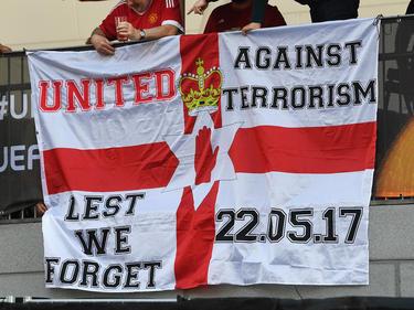 Manchester-United-Fans setzen in Stockholm  ein deutlich Zeichen gegen Terrorsimus