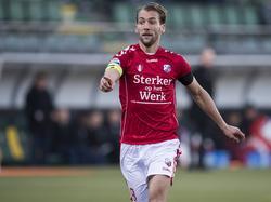 FC Utrecht-aanvoerder Willem Janssen vraagt om de bal op bezoek bij ADO Den Haag. (04-12-2016)