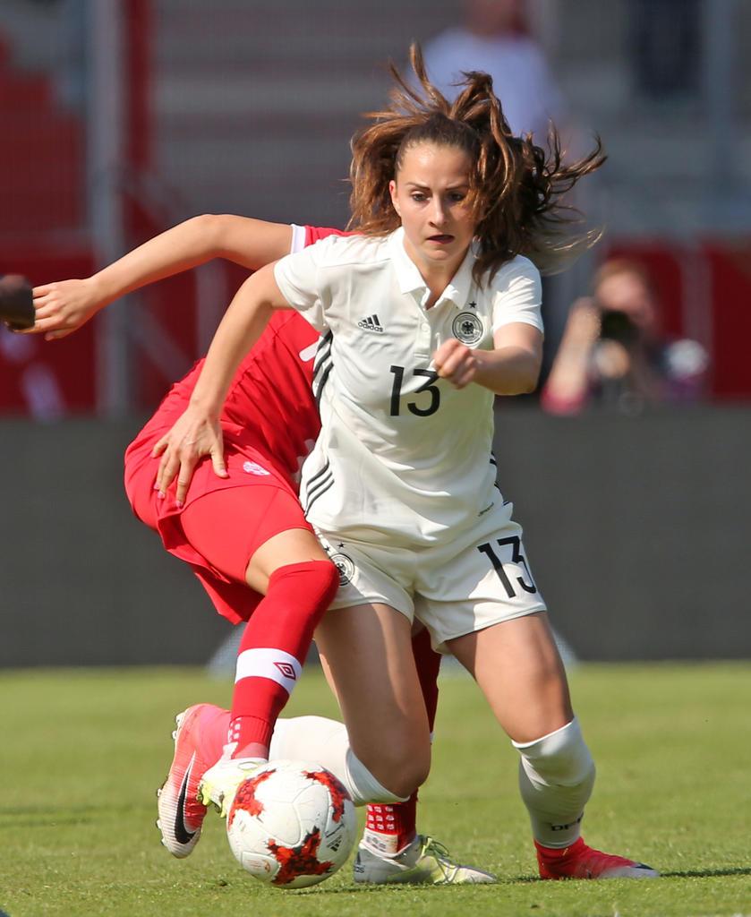 MITTELFELD: Sara Däbritz | 22 Jahre alt (FC Bayern München)