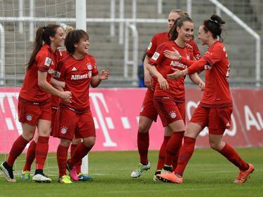 Die Damen des FC Bayern dürfen die Meisterschaft feiern