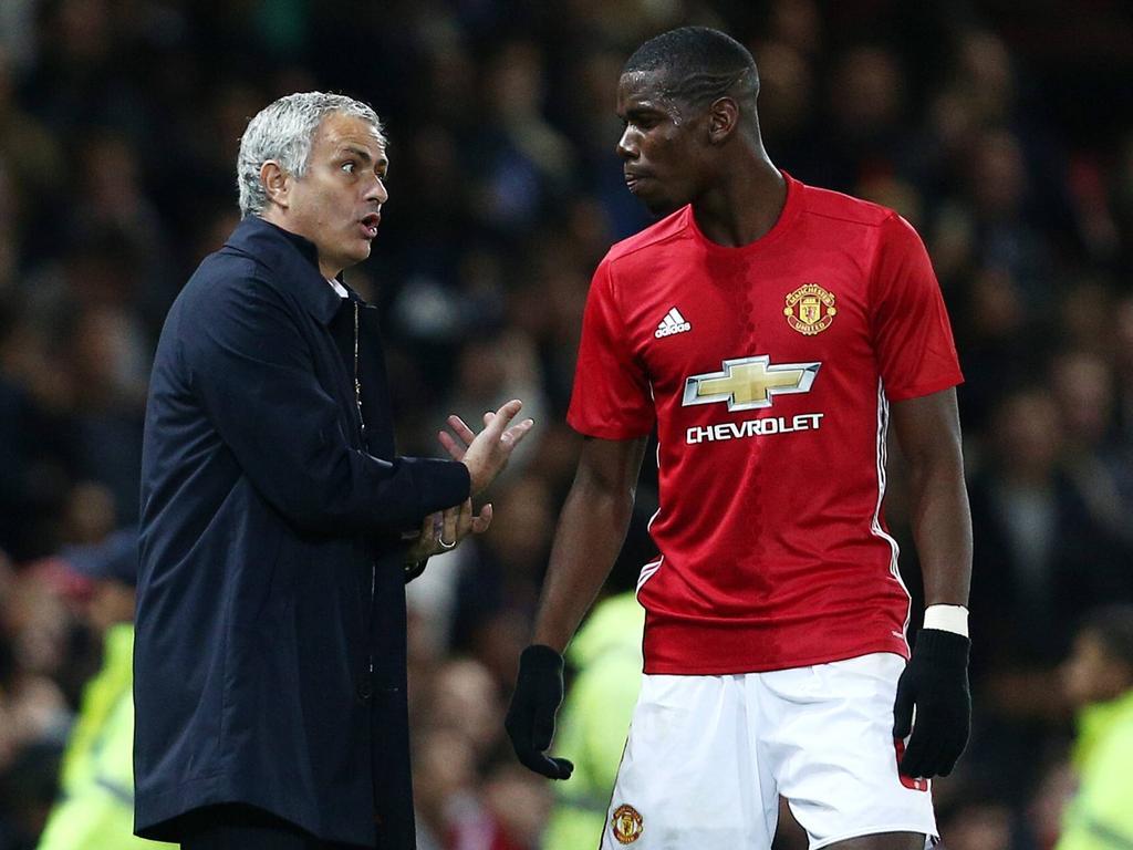 José Mourinho (l.) nimmt Paul Pogba in Schutz