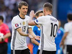 Thomas Müller freute sich über Lukas Podolskis letztes Tor im DFB-Dress