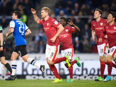 Simon Terodde schießt den VfB Stuttgart mit seinen zwei Toren an die Tabellenspitze