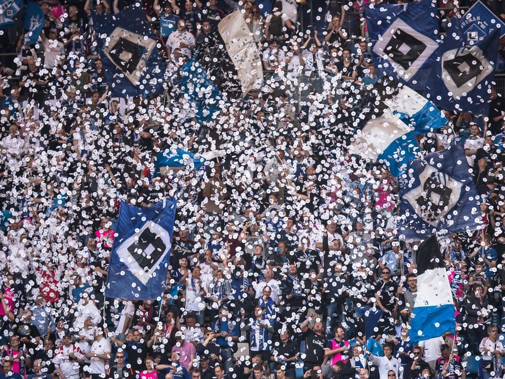 Preis erhöht! BVB-Fans müssen mehr für Dauerkarten blechen - und bei anderen