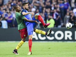 Olivier Giroud (r.) und Frankreich gewinnen auch den vorletzten EM-Test gegen Kamerun