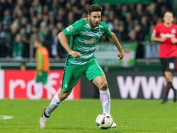 Claudio Pizarro will bald wieder für Werder auf dem Platz stehen