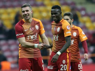 Lukas Podolski (l.) könnte Galatasaray zeitnah verlassen