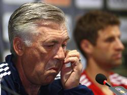 Bayern-Trainer Carlo Ancelotti befindet sich mit Thomas Müller (r.) auf Asienreise