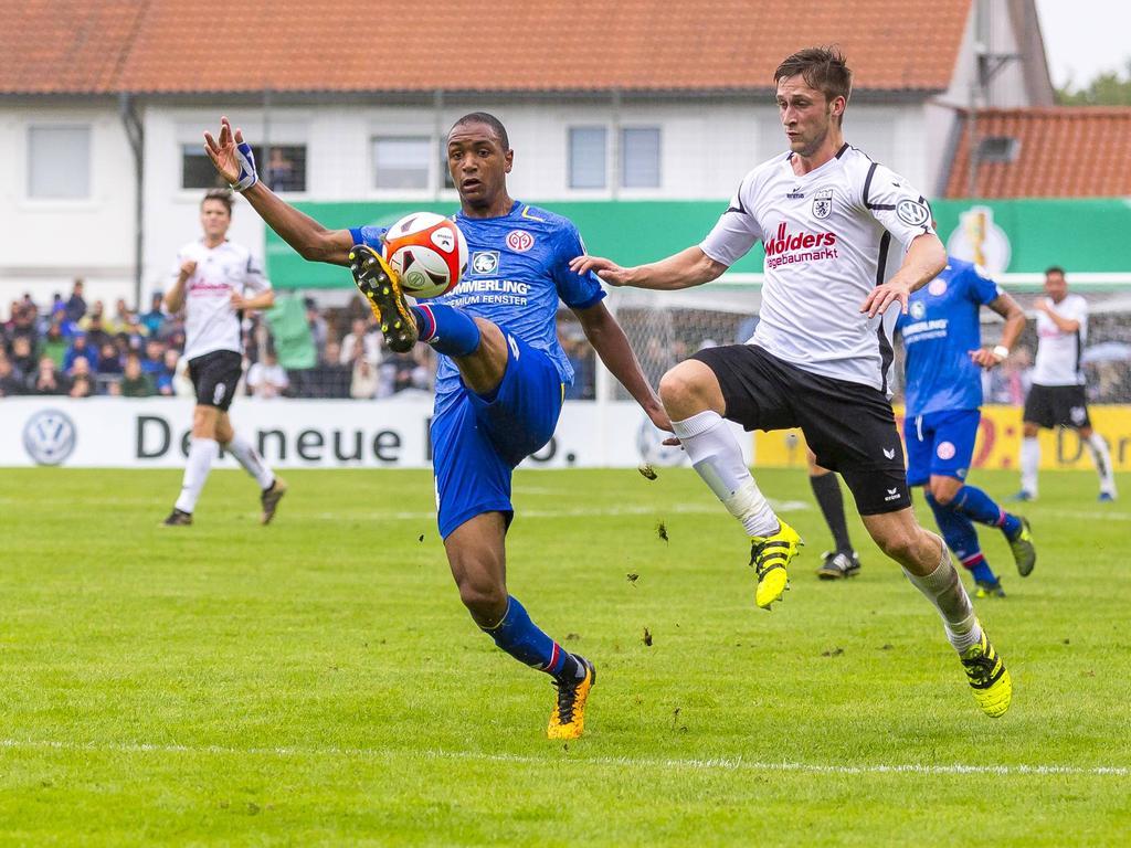 Abdou Diallo (li.) und der FSV stehen in der 2. Pokalrunde