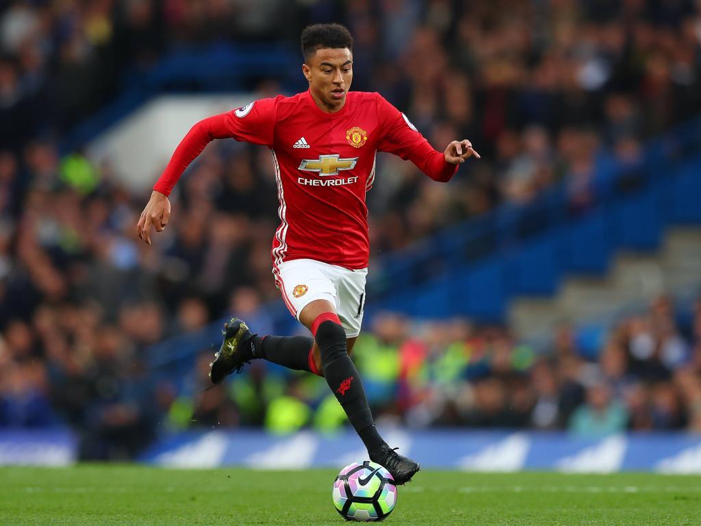 Premier League » News » Man United's Lingard Signs New