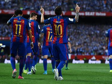 Sowohl Lionel Messi (l) als auch Andres Iniesta haben mit Barcelona 30 Titel gewonnen.Foto: Francisco Seco