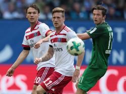 André Hahn (M.) wartet noch auf seinen ersten Pflichtspieltreffer im HSV-Trikot