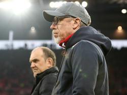 Peter Stöger (r.) will mit dem 1. FC Köln nächste Saison international spielen